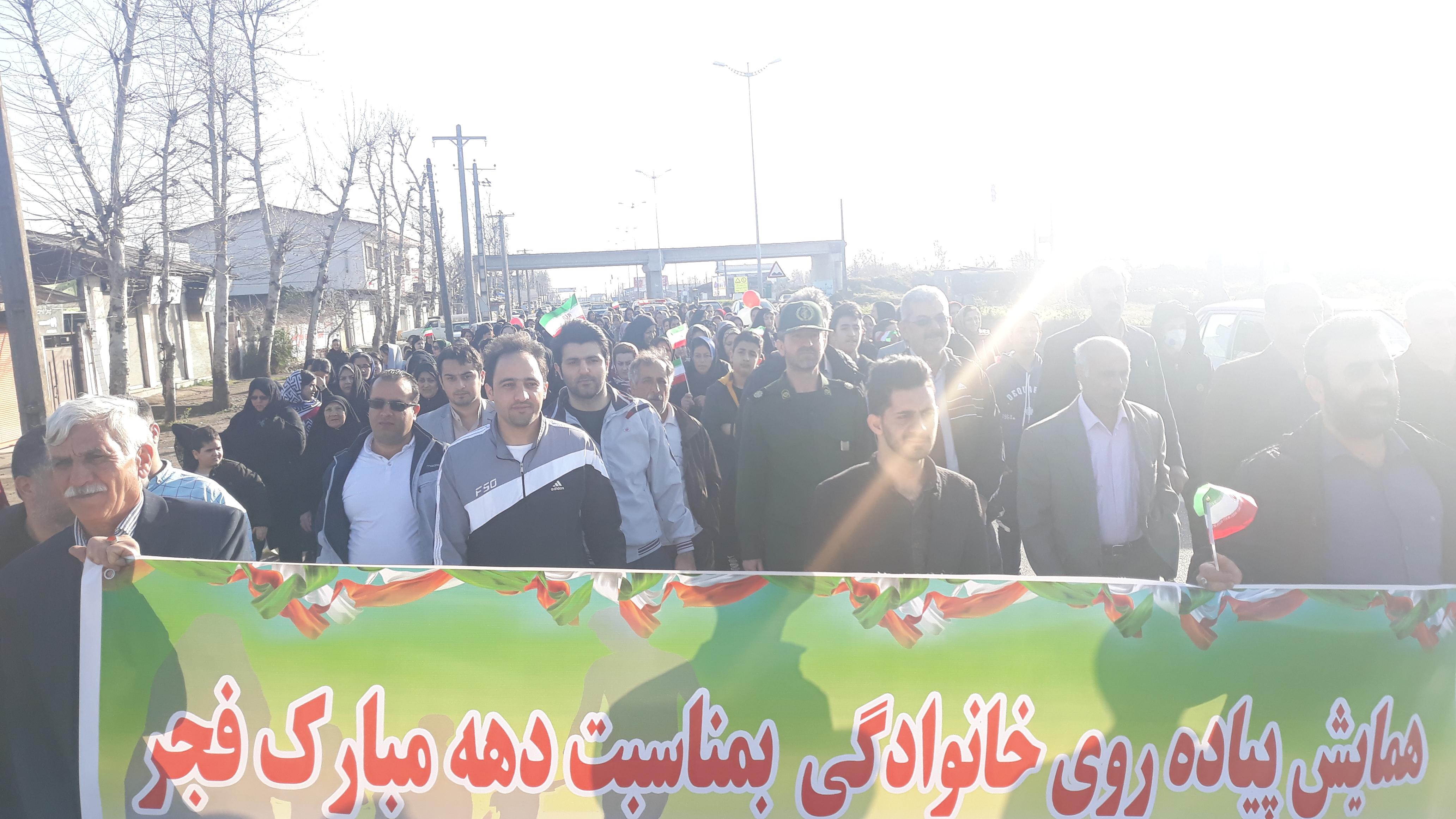 همایش بزرگ پیاده روی خانوادگی به مناسبت دهه مبارک فجر در دهستان ملاسرا برگزار شد
